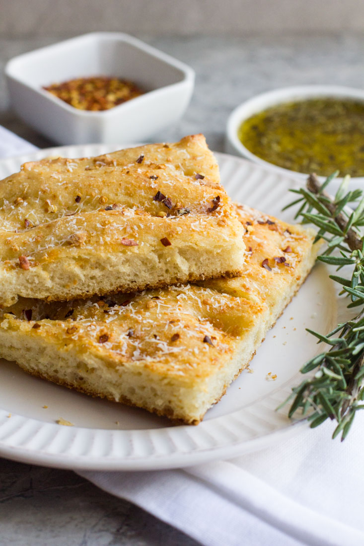 Easily make your own cheesy red pepper focaccia bread at home. The perfect recipe for a beginner. Simple ingredients and no kneading.