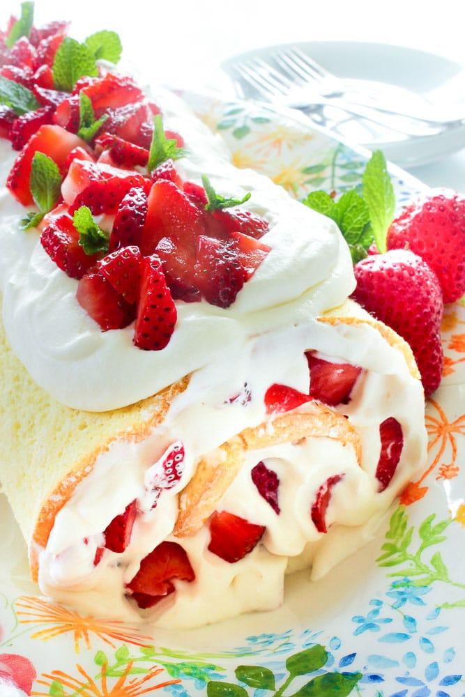 easy strawberry cake roll